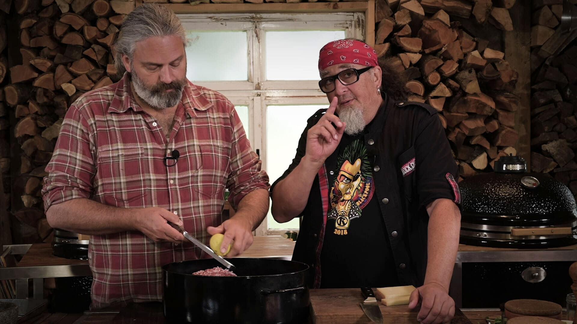 Stefan Marquard grillt fränkische Wurst